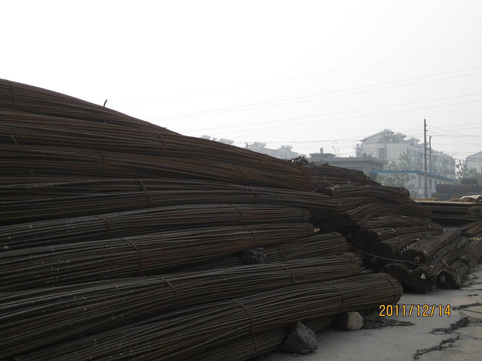 上海地区/A仓库:螺纹减少2990吨,有一大片地方的螺纹只有三垛了,其他...